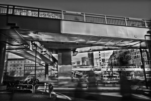 歩道橋の下