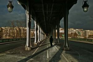 パリの鉄橋の下