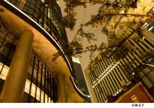 小林文子「夕暮れの街角」