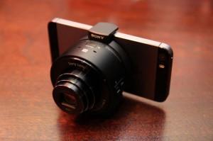 iPhone 5Sに「DSC-QX100」を装着(ASCII)
