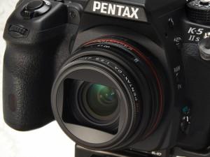 PENTAX K-5 IIsに装着(デジカメWatch)