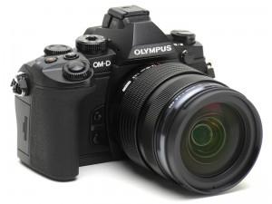 OM-D E-M1。装着しているレンズはレンズキットに付属するM.ZUIKO DIGITAL ED 12-40mm F2.8 PRO(デジカメWatch)