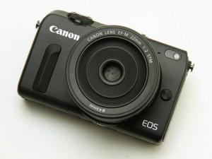 EOS M2(デジカメWatch)