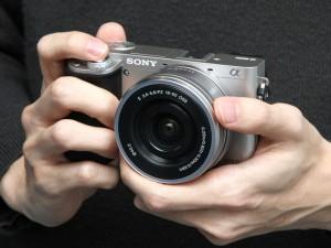 SONY α6000(デジカメWatch)