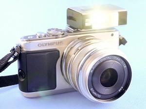 銀塩PEN用の「フラッシュガン」をLEDライトに改造(デジカメWatch)