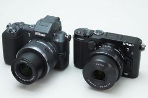 Nikon 1 V3(右)(ITmedia)