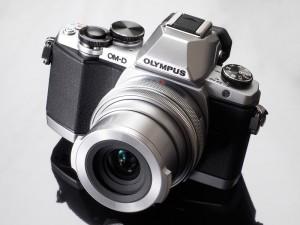OM-D E-M10(デジカメWatch)