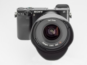 ソニーα6000+Touit 12mm F2.8(デジカメWatch)