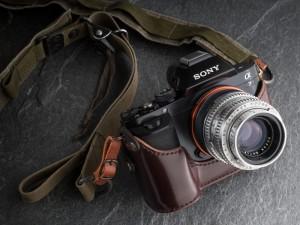 α7 + Ektar 50mm F1.9 (デジカメWatch)