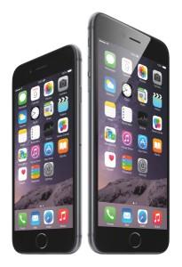 Phone 6(左)とiPhone 6 Plus(右)