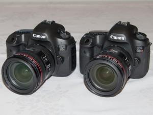 EOS 5Ds(左)、EOS 5Ds R(右)