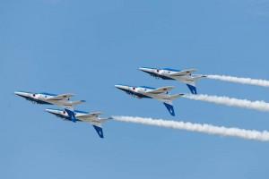 4機が背面飛行をする『4シップ・インバート』