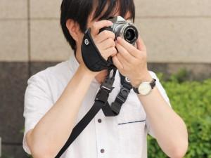 小型カメラ向け速写ストラップマウント「C-Loop mini」