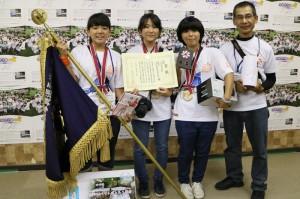 優勝した沖縄県立浦添工業高等学校チーム