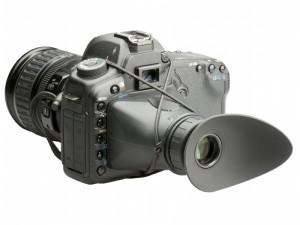 紐でカメラに装着できる液晶モニターフード