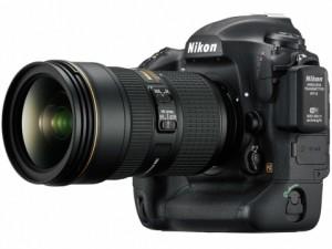 AF-S NIKKOR 24-70mm f:2.8E ED VRを装着